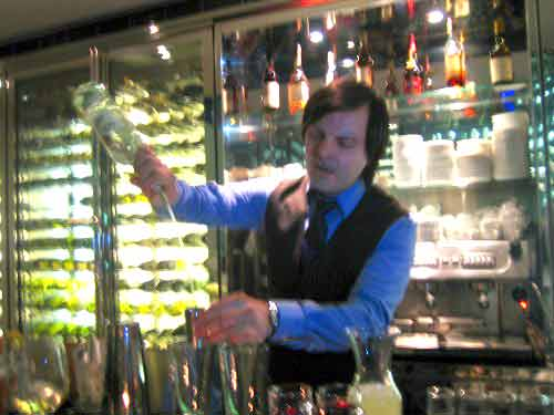 Zoran in action at the Plateau Bar